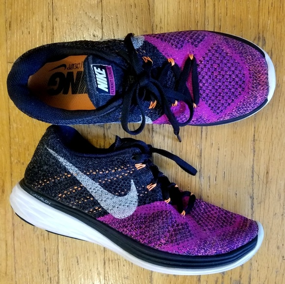 competitive price c58b0 085f4 Women s Nike Flyknit Lunar 3 Running Shoes. M 5b83fce7c61777f4eb5af341